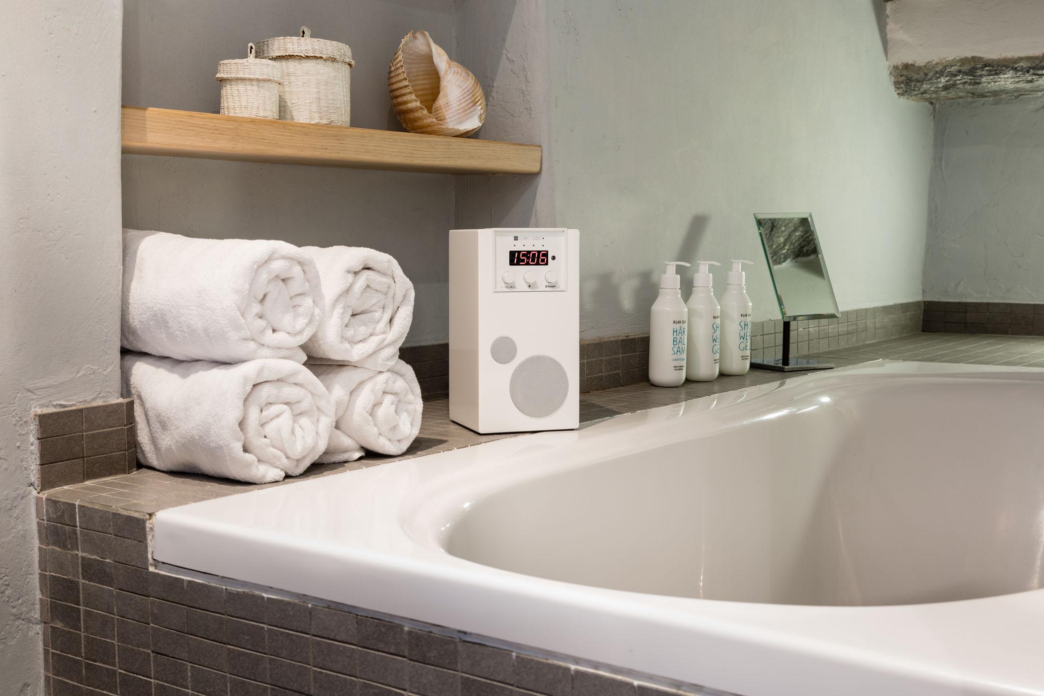 SpeakEasy White Lifestyle Bath U2013 High Resolution